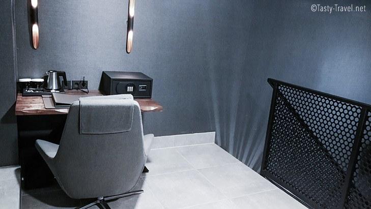 Black-Hotel-Office